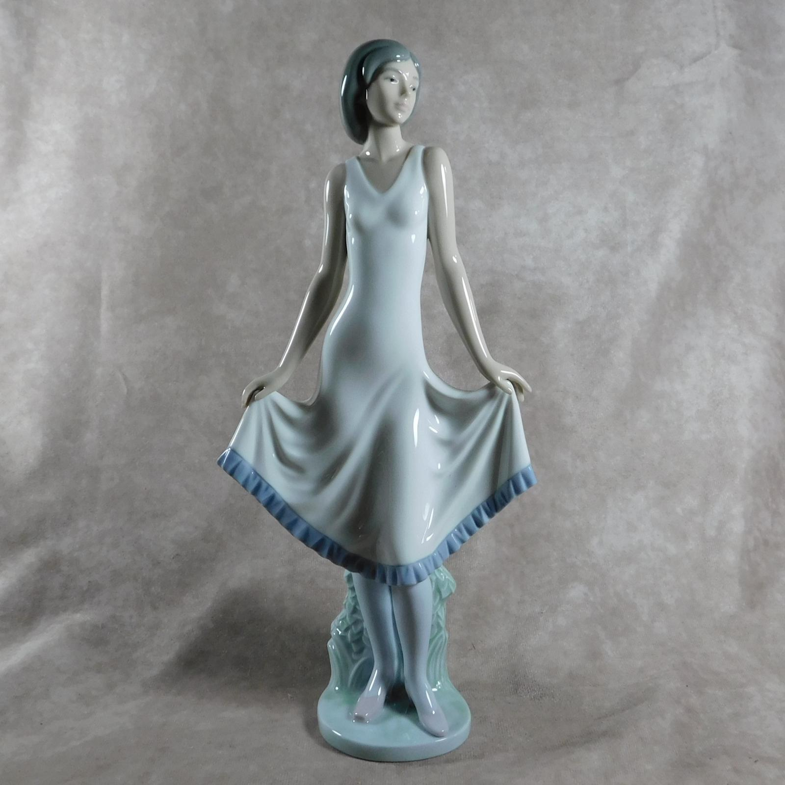 """""""El Modelito"""" or """"Pretty Pose"""" Hand Modelled Porcelain Figure by Nao (1 of 1)"""