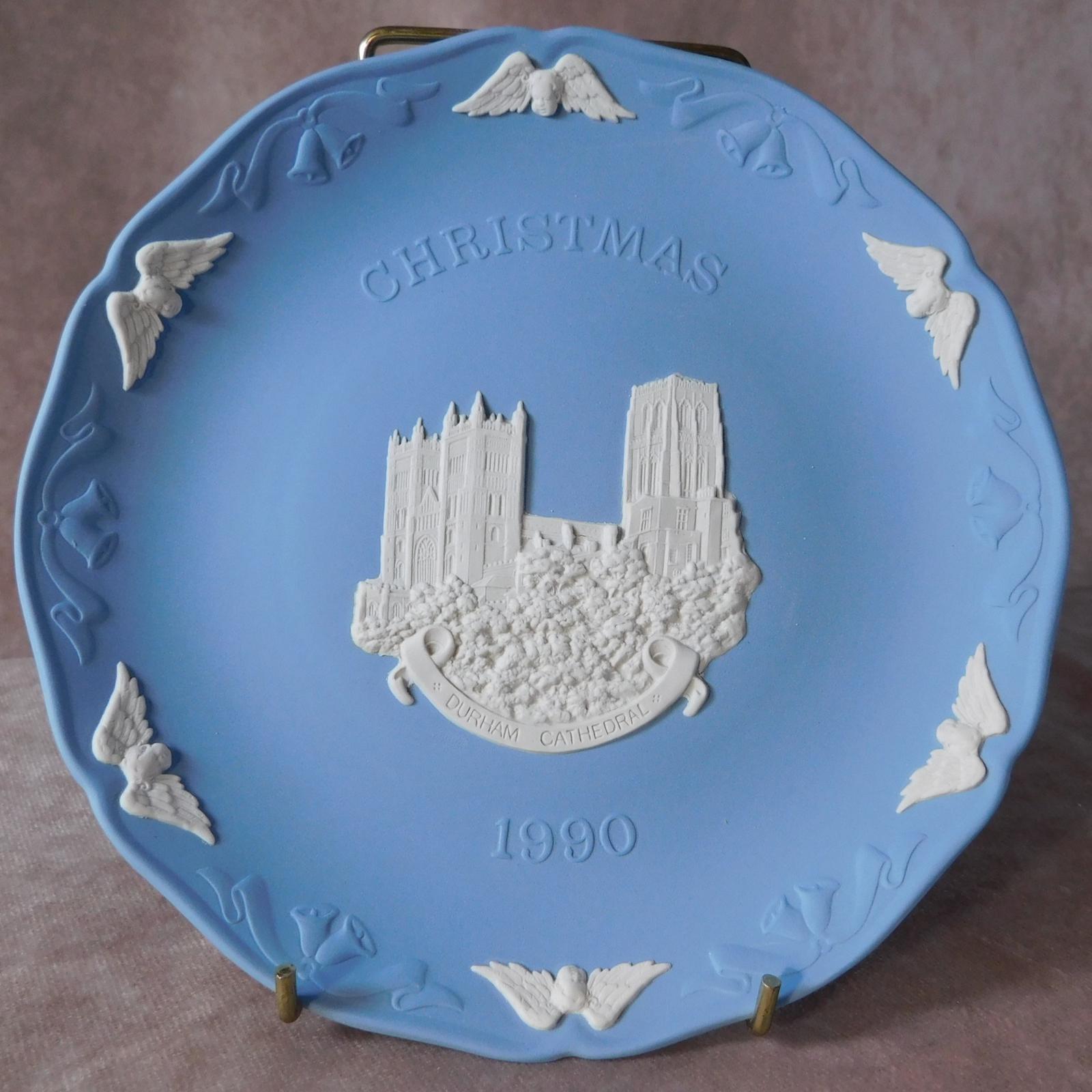 Wedgwood Jasperware Cathedral Series Christmas Plate (1 of 1)
