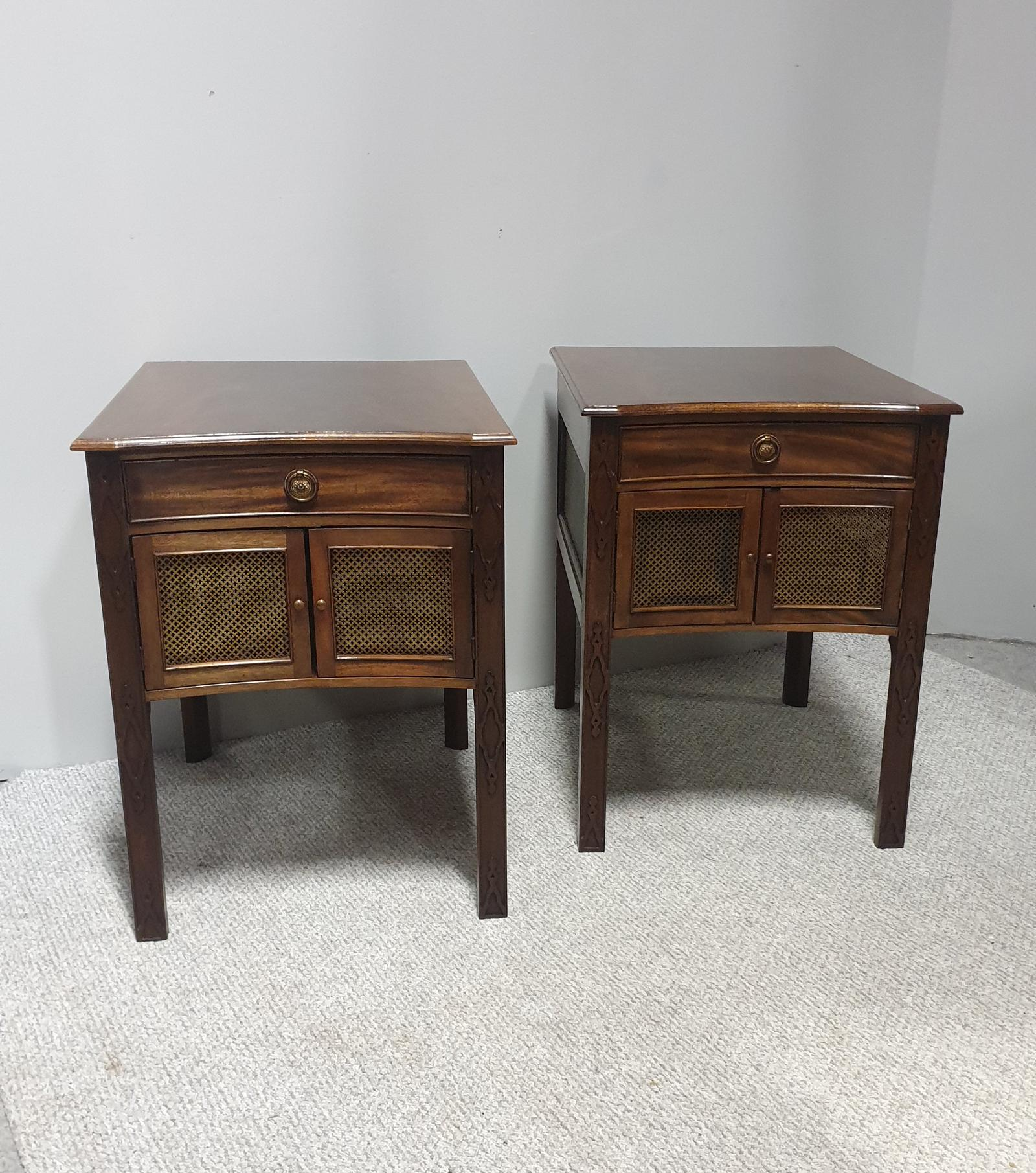Very Good Pair of Mahogany Bedside Cabinets (1 of 1)