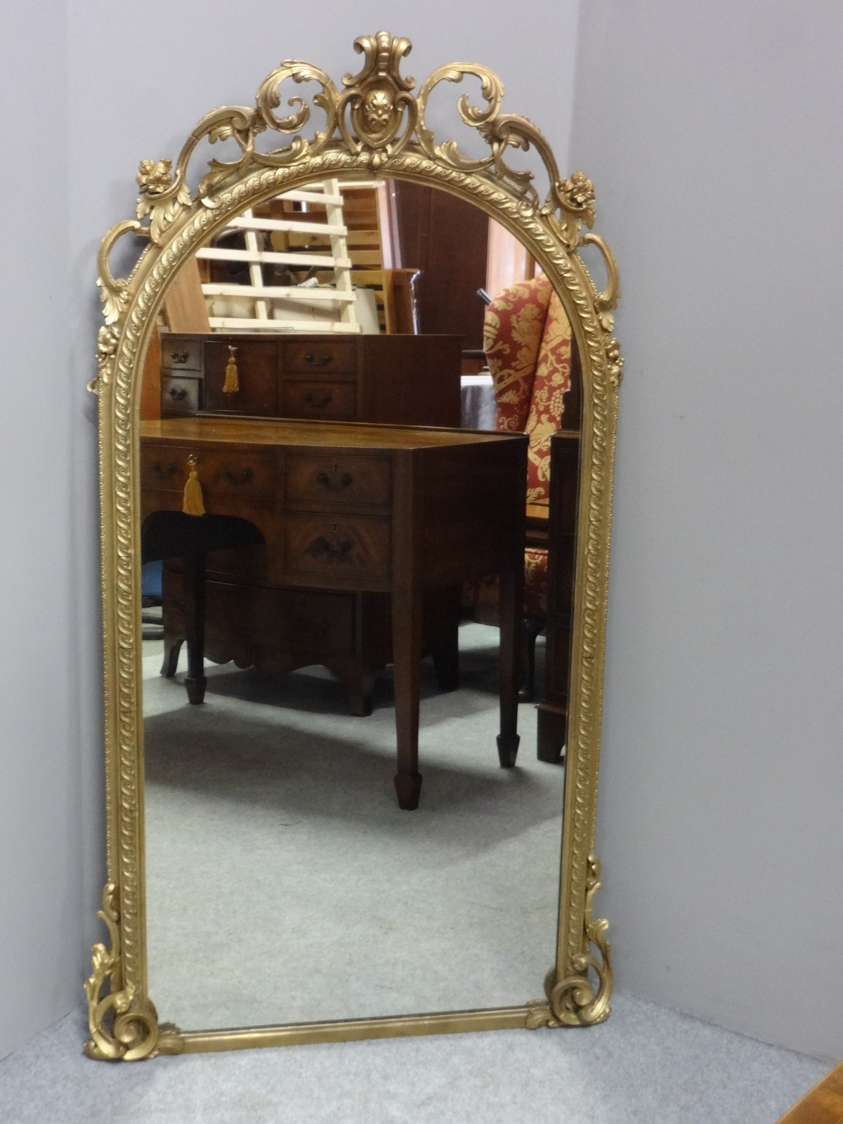 Good Victorian English Arched Top Gilt Mirror (1 of 1)