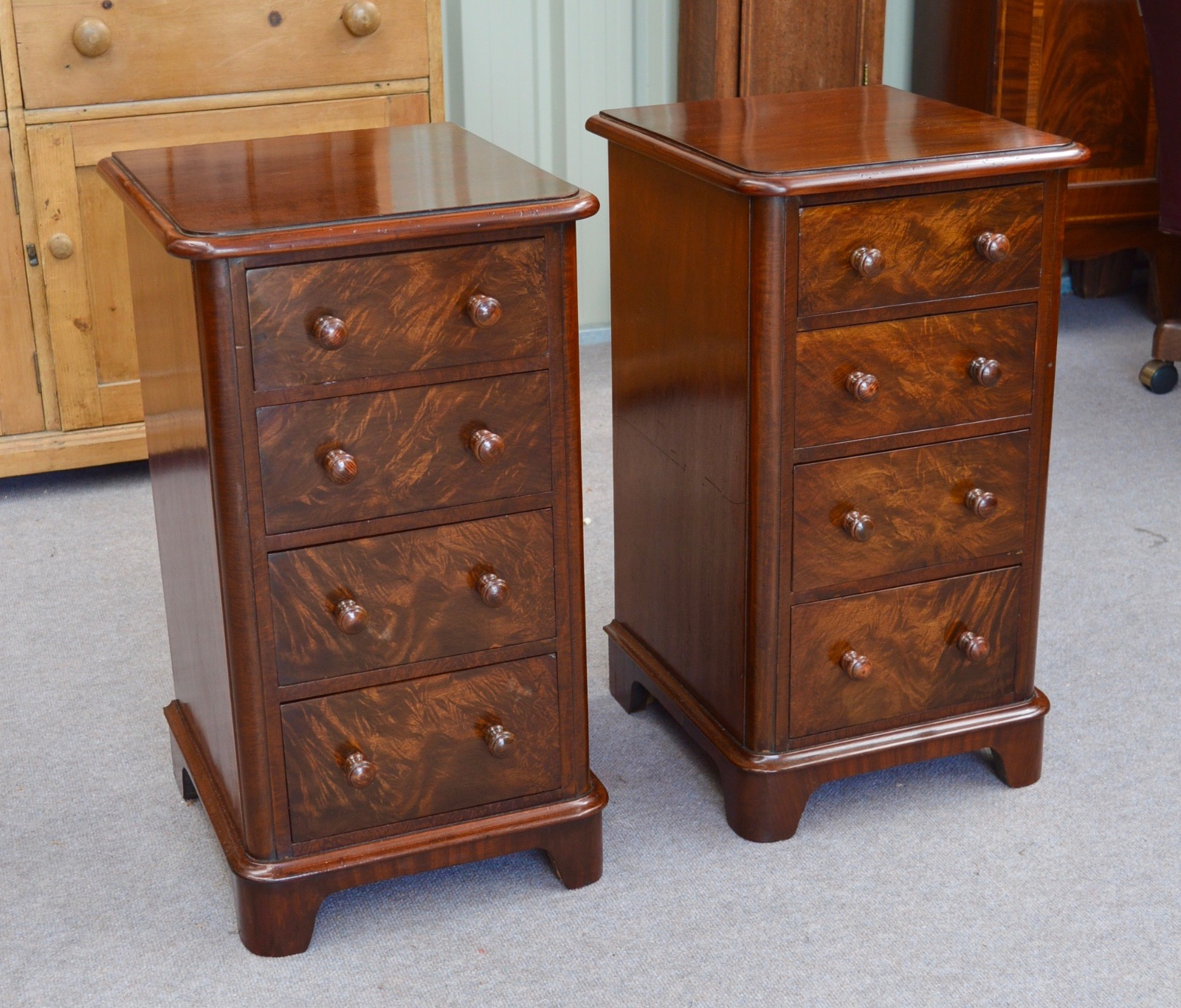 Picture of: Pair Of Antique Victorian Mahogany Bedside Chests Of Drawers Bedside Cabinets La67319 Loveantiques Com