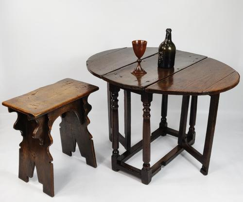 A Small 17th Century Gateleg Table. (1 of 14)