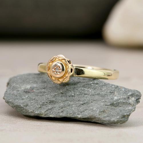 The Antique Victorian Golden Daisy Diamond Ring (1 of 3)