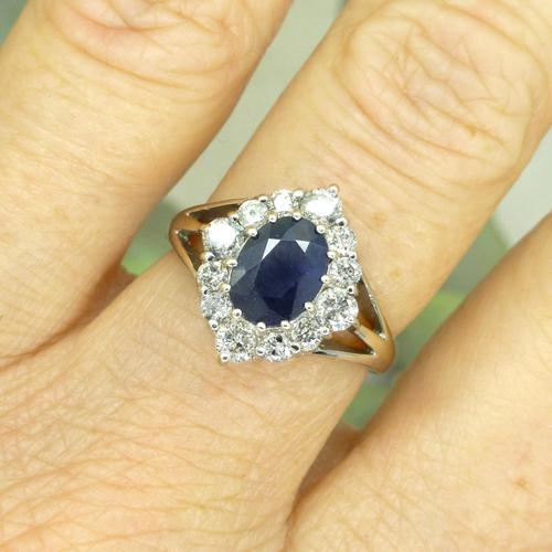 Vintage 18ct white gold sapphire diamond cluster ring ~ 1.55ct sapphire (1 of 10)