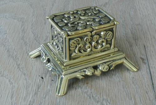Fine Small Aesthetic Movement Brass Inkwell c.1890 (1 of 7)