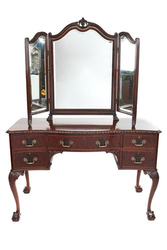 Fine Mahogany Kneehole Dressing Table in the manner of Chippendale c.1920 (1 of 6)