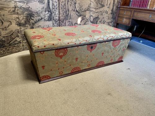 Superb Country House Ottoman (1 of 8)