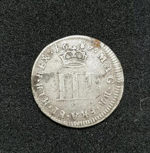 1687 James II Silver Threepence Coin Good Condition (1 of 2)