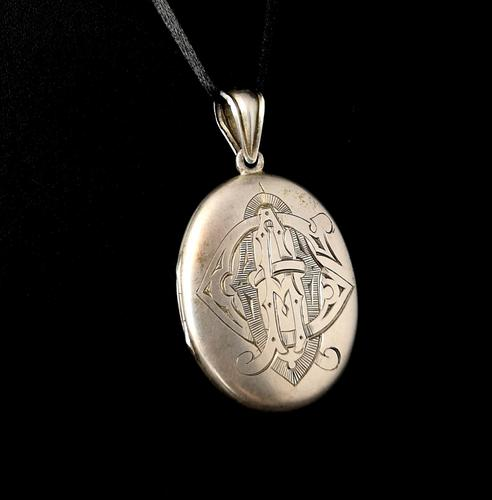 Victorian Silver Mourning Locket, Hairwork, Heraldic (1 of 8)