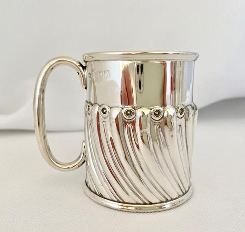 Stylish Sterling Silver Christening Mug. London 1907 (1 of 5)