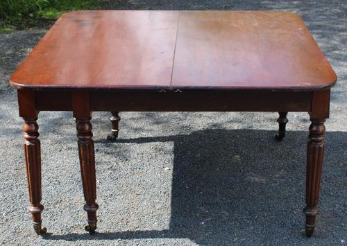 1830s Mahogany Pull-out Table with Two Leaves on Turned Legs with Castors (1 of 7)