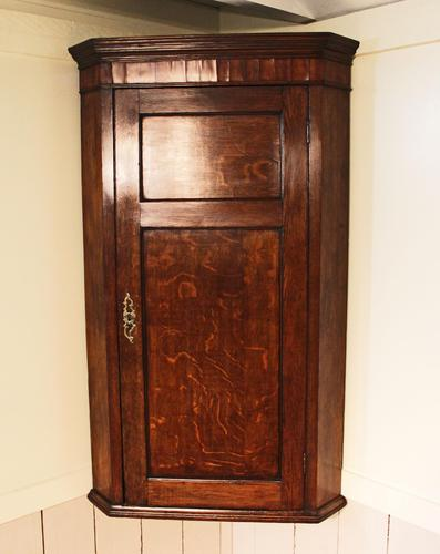 Antique Country Oak panelled Corner Cupboard. Circa 1800 (1 of 12)