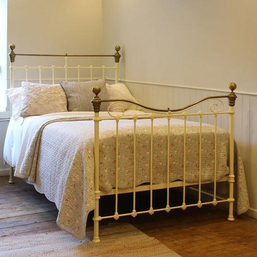 Cream Small Double Antique Bed (1 of 7)