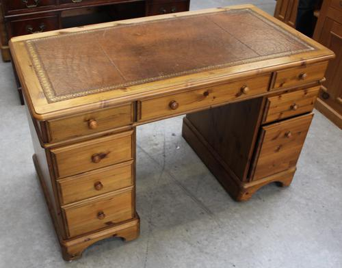 1960s Country Pine Pedestal Desk with Brown Leather on Top (1 of 4)