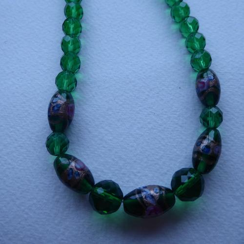 Green Foiled Glass Bead Necklace (1 of 7)
