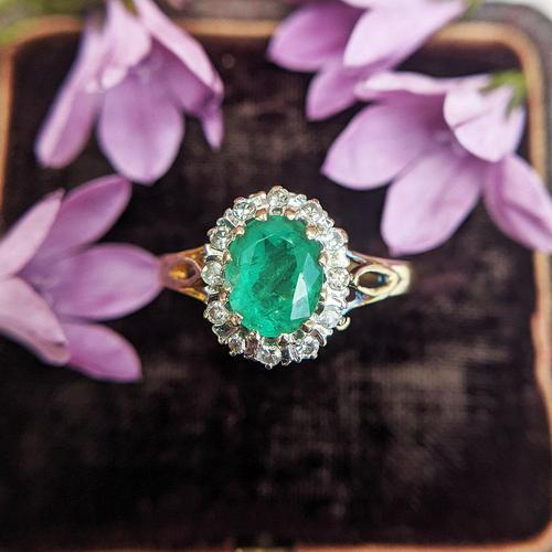 Vintage 18ct Gold Emerald & Diamond Cluster Ring (1 of 11)
