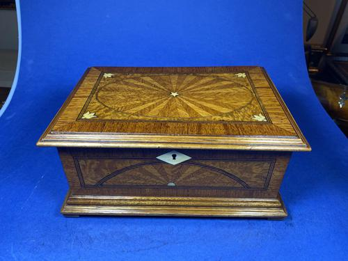 19th century French Walnut Inlaid Jewellery Box. (1 of 16)
