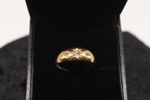 18ct Gold Diamond Ring, size Q, weighing 3.2g (1 of 4)