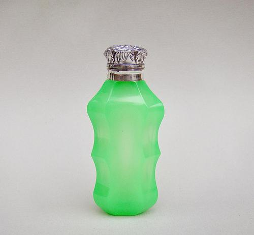 Stunning Silver Mounted Opaline Uranium Glass Scent Bottle by Robert Pringle - Birmingham 1912 (1 of 7)