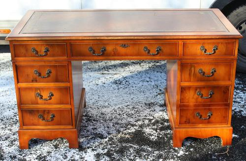 1960s Mahogany Pedestal Desk with Red Leather Top inset (1 of 4)