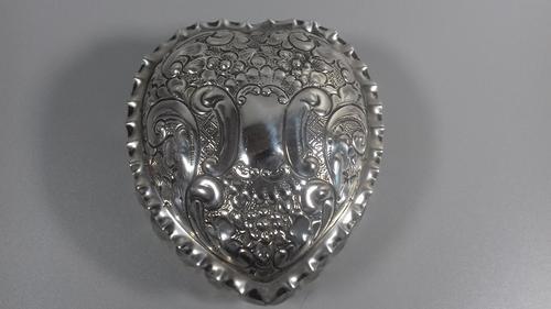 Art Nouveau silver repousse top cut glass heart vanity trinket box jar 1902 (1 of 13)