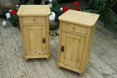 Exceptional Quality Pair of Old Stripped Pine Bedside Cabinets (1 of 9)