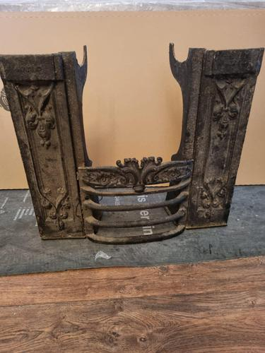 Early Victorian Cast Iron Hob Grate (1 of 3)
