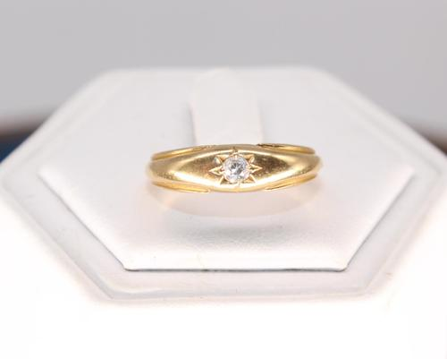 9ct Gold & 10 PTS Diamond Ring (1 of 5)