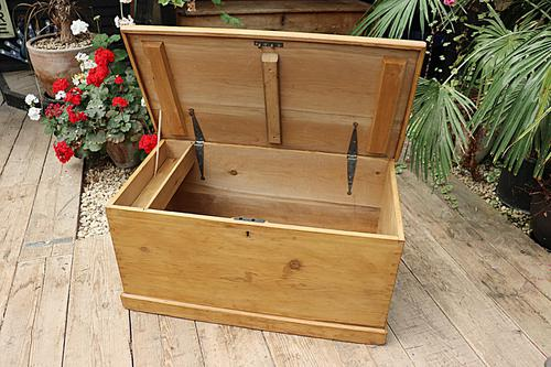 Lovely Restored Pine Blanket Box / Chest / Trunk / Coffee Table (1 of 8)