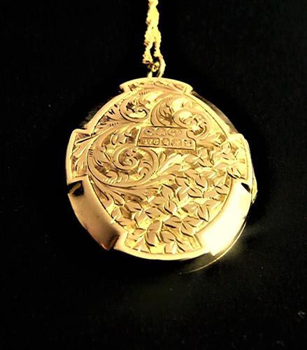 Chester Assayed Ornate Yellow Gold Locket 1913 (1 of 10)