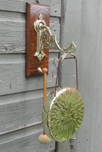 Good Victorian William Tonks Aesthetic Movement Brass Dinner Gong with Oak Back Board c.1885 (1 of 7)