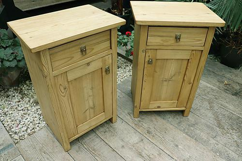 Fabulous! 'Chunky' Pair of Old Pine Bedside Cabinets - We Deliver! (1 of 8)