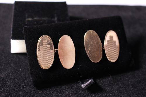 Pair of Art Deco gold cufflinks (1 of 2)