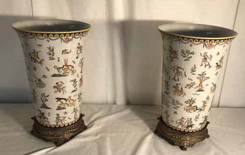Pair of Vases on Stand (1 of 12)
