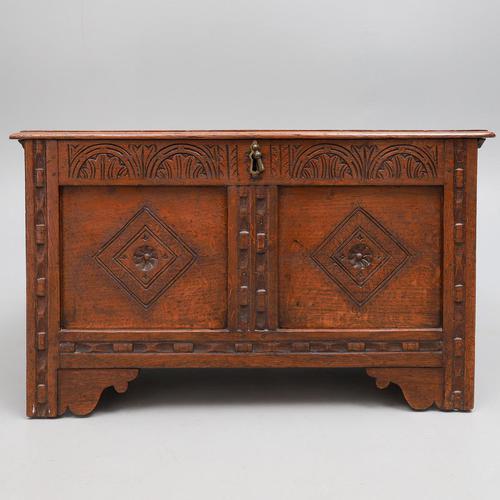 Late 17th Century Oak Coffer (1 of 4)