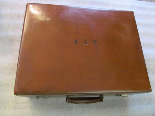 Fine Quality Leather Dressing Case & Fittings (1 of 14)