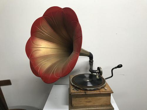 Horn Gramophone 1910 Oak Cased (1 of 7)