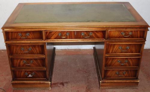 1960's Large Mahogany Pedestal Desk with Green Leather Inset (1 of 3)