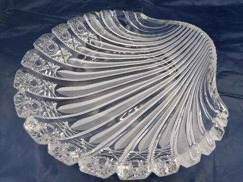 Old Bohemian Shell-shaped Glass Dish (1 of 4)