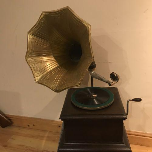 Vintage His Masters Voice Horned Gramophone (1 of 7)