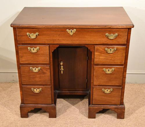 Mahogany Kneehole Desk 18th Century (1 of 5)