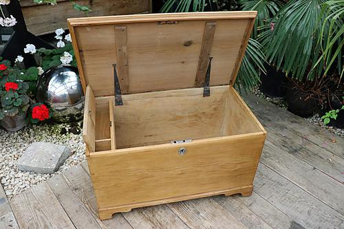 Restored Pine Blanket Box / Chest / Trunk / Coffee Table (1 of 8)