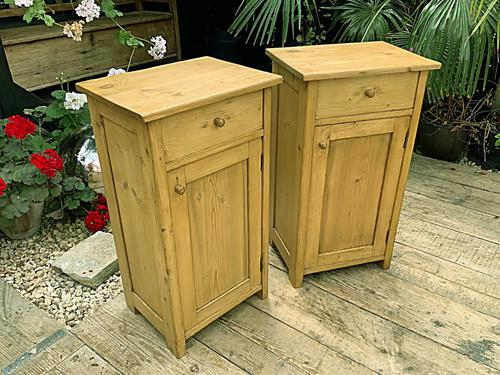 Two 'will split' Lovely & Matching Bedside Cabinets / Cupboards (1 of 8)
