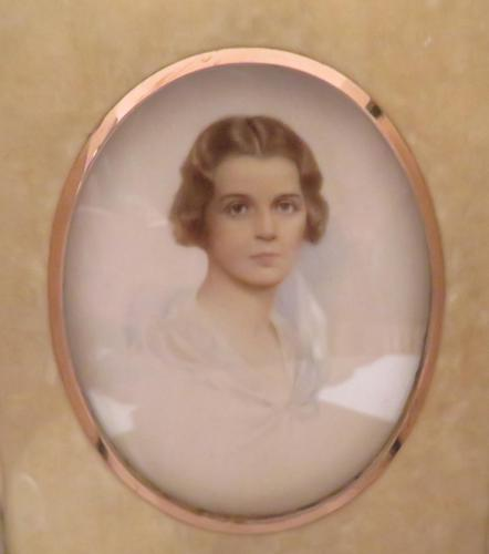 Miniature Portrait Edwardian Young Lady c.1910 Hand Painted with Travel Case (1 of 7)