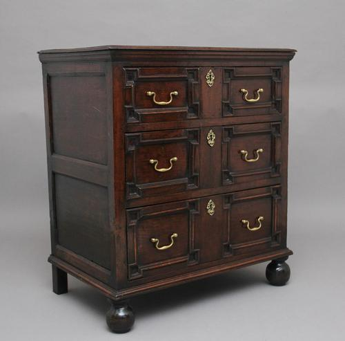 Mid 18th Century oak moulded front chest of drawers (1 of 10)