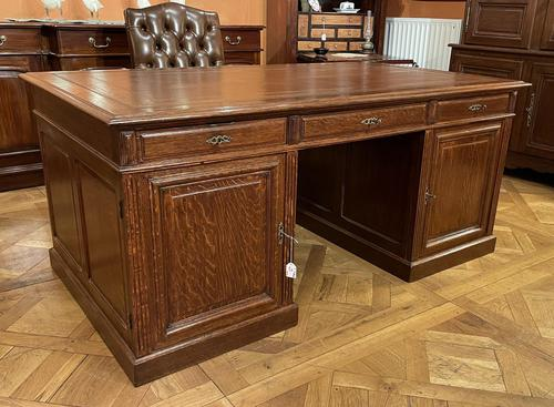 Important French Pedestal Desk from 19th Century in Oak (1 of 13)