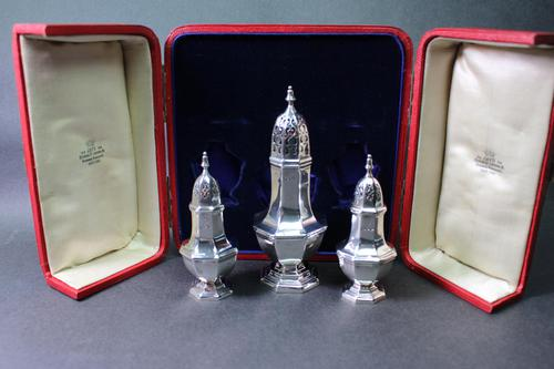 Cased Set of Edwardian Silver Peppers & Caster (1 of 5)