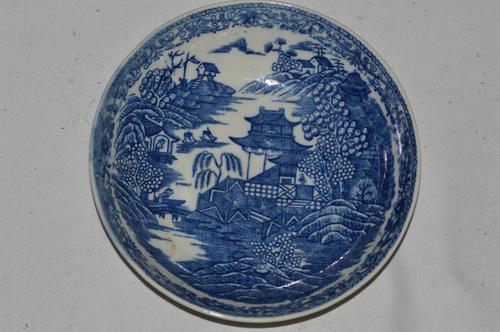 c1785-90 Caughley Porcelain 'Fenced Garden' Pattern Saucer (1 of 6)