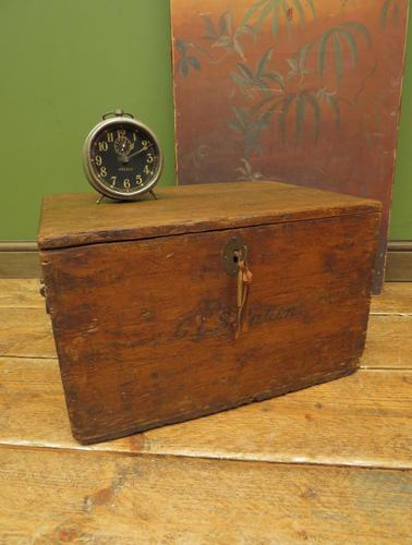 Antique Pine Tuck Box with Old Luggage Labels (1 of 19)