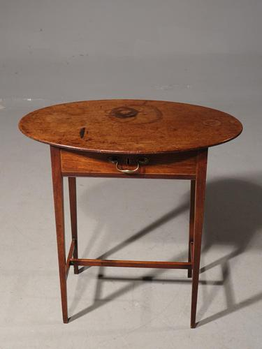 An Attractive George III Period Occasional Table (1 of 4)